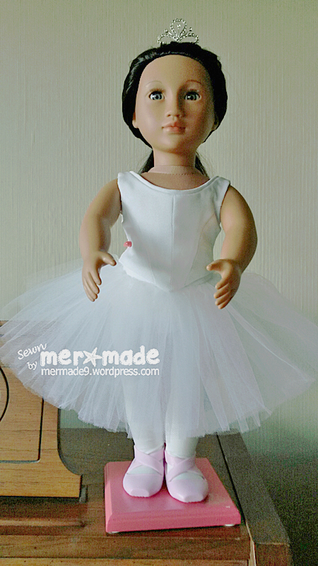 MERmade9 made this gorgeous Romantic tutu and bodice using Lee & Pearl Pattern 1072: Corps de Ballet for 18 Inch Dolls. Find this gorgeous pattern in the Lee & Pearl Etsy store!